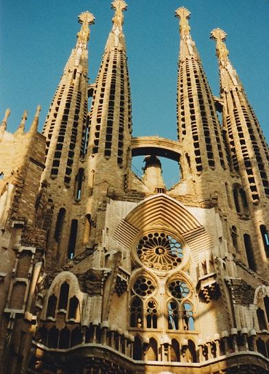 Barcelona met de Sagrada Familia nog in aanbouw in 1997