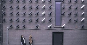 Inbreuk op privacy: muur vol met camera's